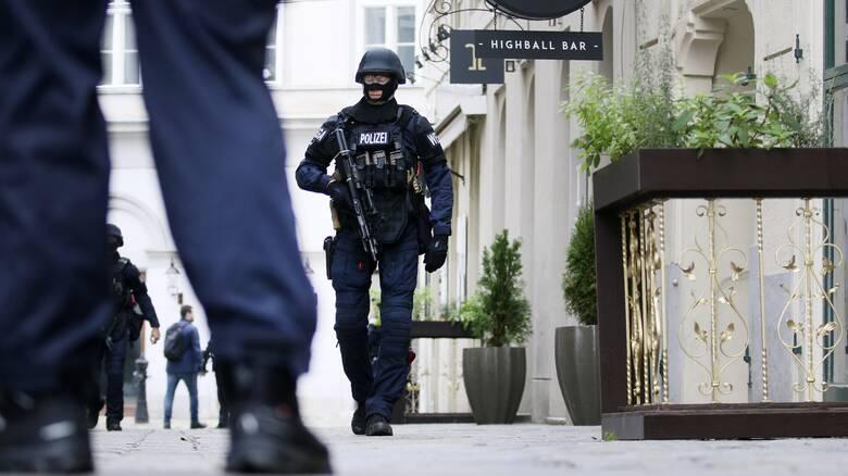 Γερμανία: Έρευνες σε σπίτια υπόπτων για σχέσεις με τον φερόμενο δράστη της επίθεσης στη Βιέννη