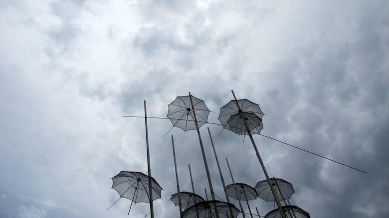 Καιρός: Αισθητή η πτώση της θερμοκρασίας το Σάββατο - «Τρελοί» άνεμοι στο Αιγαίο