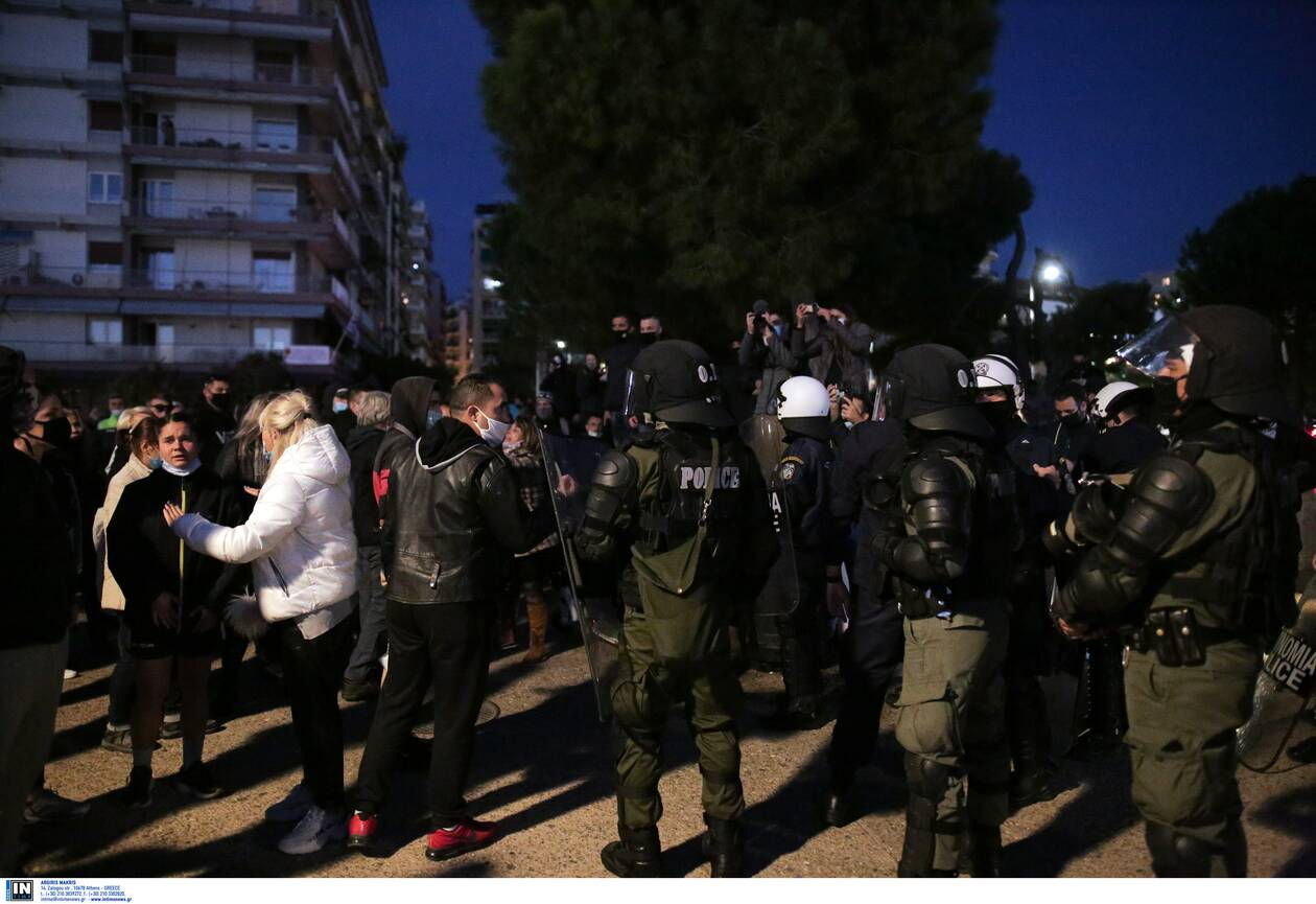 https://cdn.cnngreece.gr/media/news/2020/11/07/241683/photos/snapshot/thessaloniki-epeisodia-covid-2.jpg