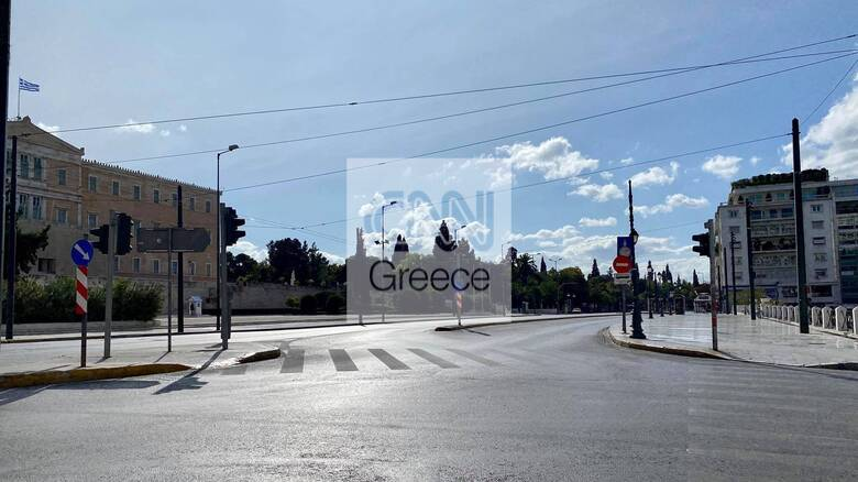 Lockdown: Εικόνες Μαρτίου στην Αθήνα - Άδειοι δρόμοι και εντατικοί έλεγχοι