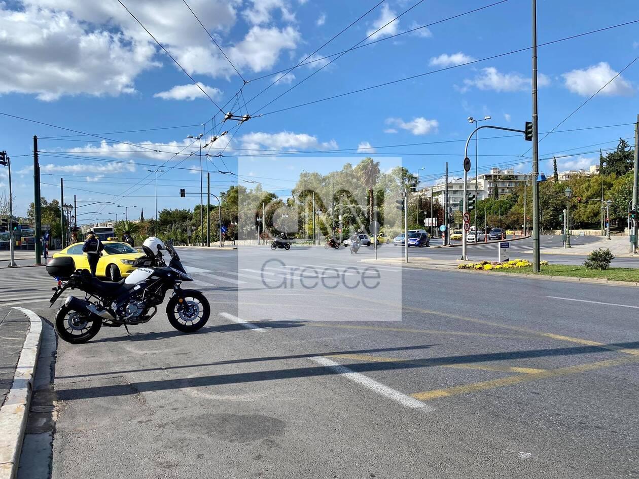 https://cdn.cnngreece.gr/media/news/2020/11/07/241697/photos/snapshot/1h-mera-lockdown-athina-1.jpg