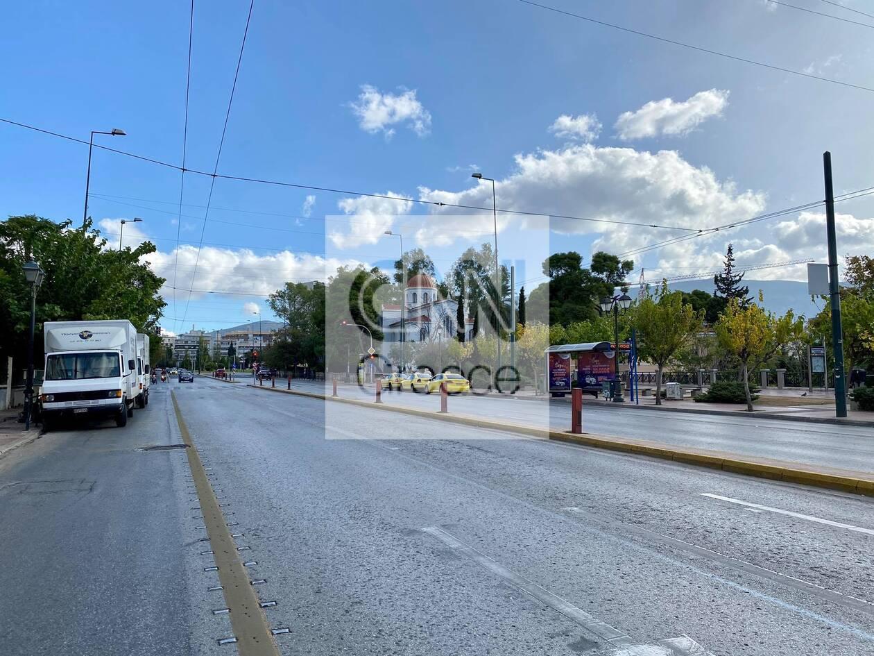 https://cdn.cnngreece.gr/media/news/2020/11/07/241697/photos/snapshot/1h-mera-lockdown-athina-2.jpg