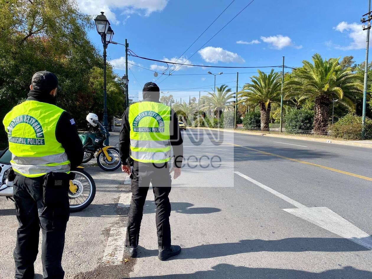 https://cdn.cnngreece.gr/media/news/2020/11/07/241697/photos/snapshot/1h-mera-lockdown-athina-3.jpg