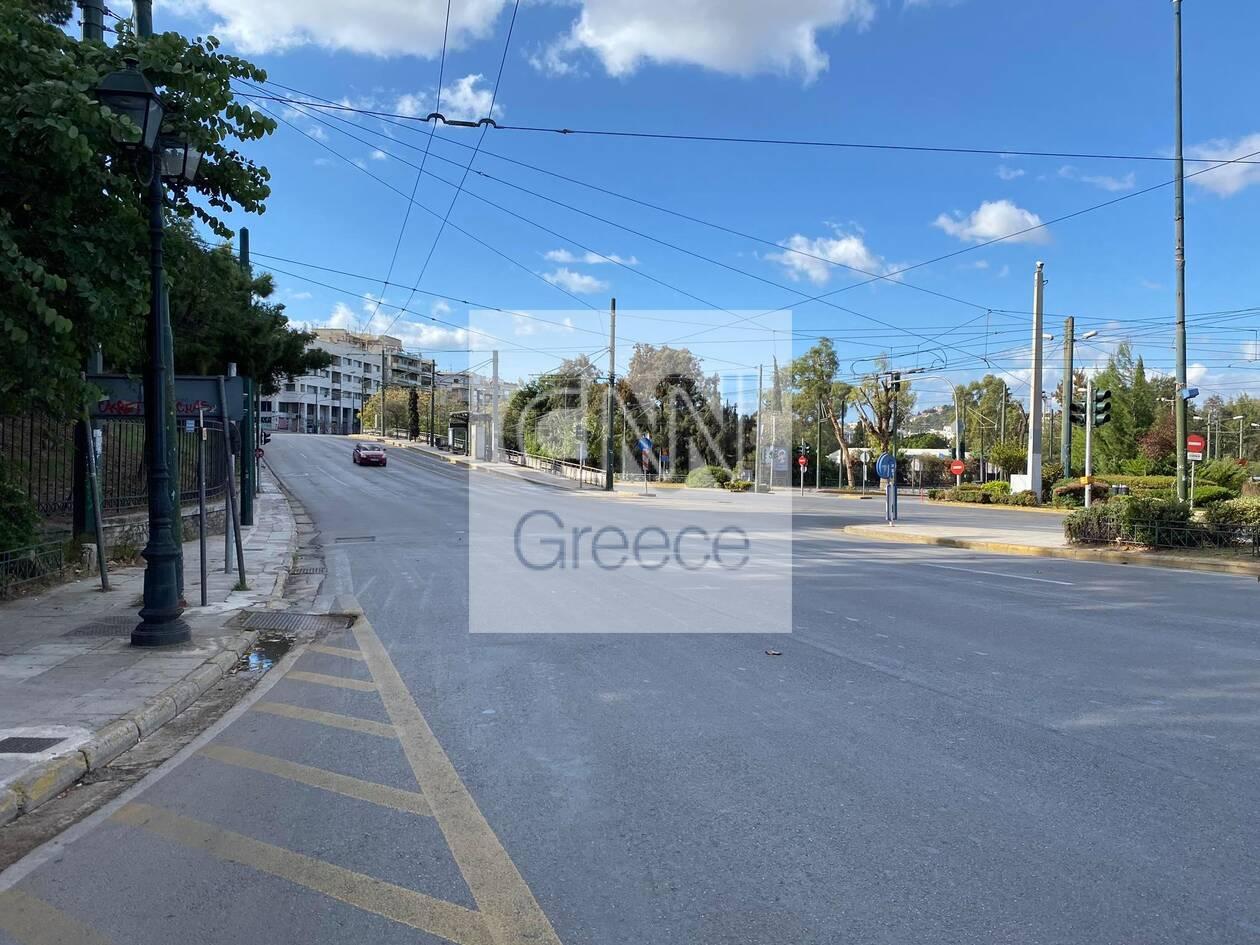 https://cdn.cnngreece.gr/media/news/2020/11/07/241697/photos/snapshot/1h-mera-lockdown-athina-4.jpg
