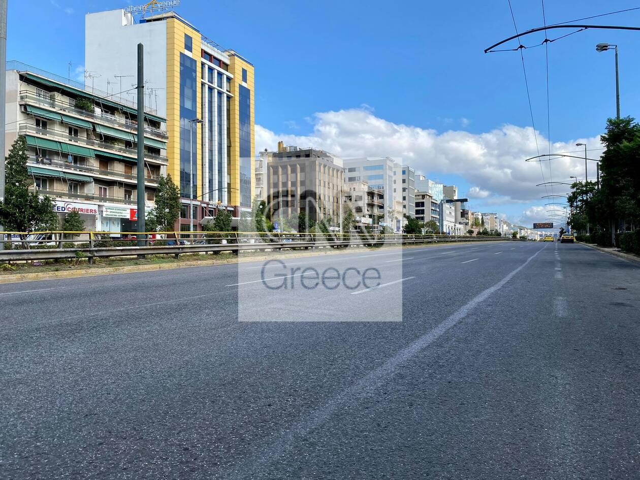 https://cdn.cnngreece.gr/media/news/2020/11/07/241697/photos/snapshot/1h-mera-lockdown-athina-5.jpg
