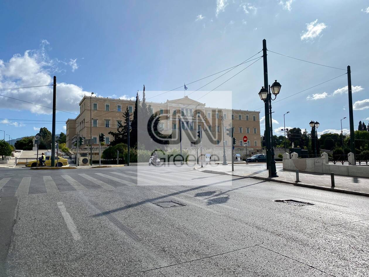 https://cdn.cnngreece.gr/media/news/2020/11/07/241697/photos/snapshot/kentro-athinas-1h-mera-1.jpg