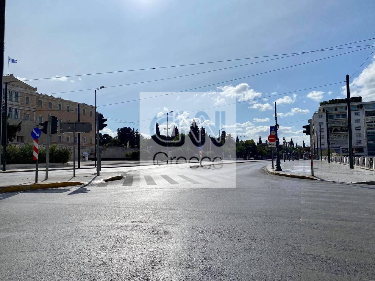 https://cdn.cnngreece.gr/media/news/2020/11/07/241697/photos/snapshot/kentro-athinas-1h-mera-2.jpg