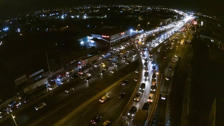 Απίστευτες εικόνες: Οι «κόκκινοι» δρόμοι της Αθήνας λίγες ώρες πριν το lockdown