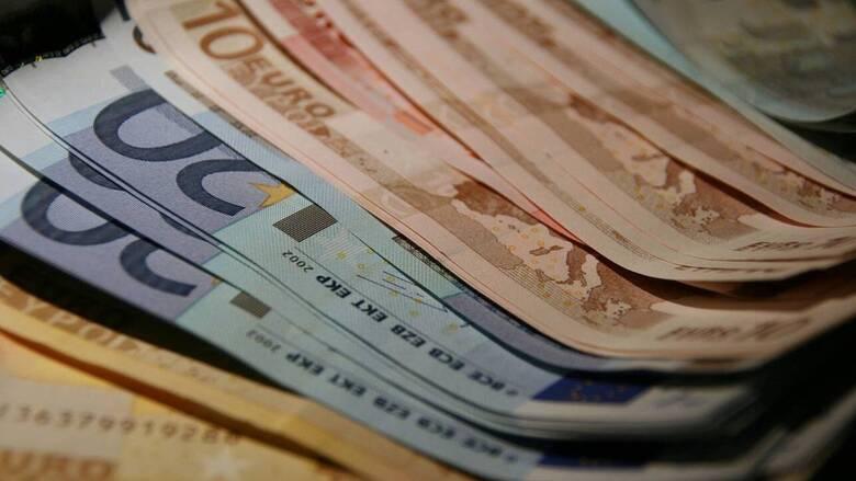 Επίδομα 800 ευρώ: Ποιοι οι δικαιούχοι και πότε θα το λάβουν