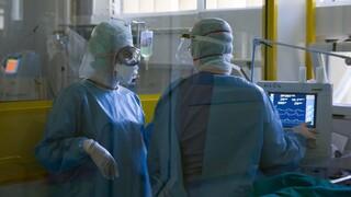 Κορωνοϊός: Κραυγή αγωνίας από τους νοσηλευτές για την υποστελέχωση