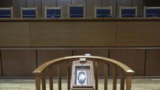 Κορωνοϊός: Ποινική δίωξη για τους αρνητές της μάσκας στο Σύνταγμα