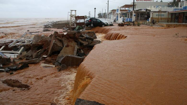 Κακοκαιρία: Εικόνες βιβλικής καταστροφής στην Κρήτη - Εκκένωση χωριού και ζημιές