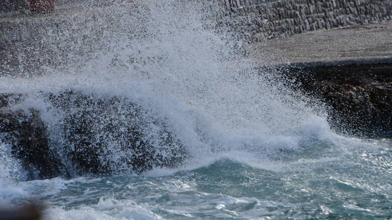 Καιρός: Συννεφιά, βροχές και άνεμοι μέχρι 8 μποφόρ στο Αιγαίο