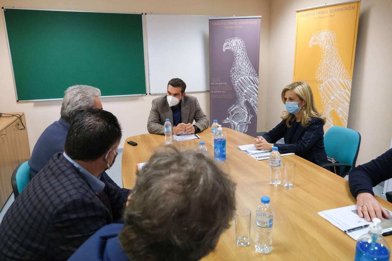 https://cdn.cnngreece.gr/media/news/2020/11/10/242160/photos/snapshot/tsipras-ioannina-6.jpg