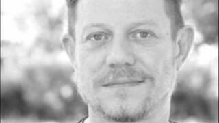 Πέθανε ο ηθοποιός και σκηνογράφος Βαγγέλης Χατζηνικολάου