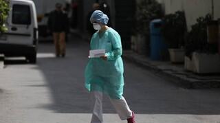 Κορωνοϊός: 22 άτομα κατέληξαν τις τελευταίες ώρες - 888 οι νεκροί στη χώρα