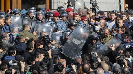 Αρμενία: Αντικυβερνητικές διαδηλώσεις μετά τη συμφωνία για το Ναγκόρνο Καραμπάχ