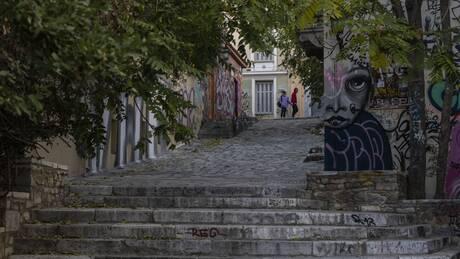Lockdown: Η τακτική του «ακορντεόν» και τα νέα μέτρα στήριξης