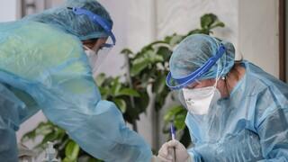 Κορωνοϊός: Νέες οδηγίες ΕΟΔΥ για την καραντίνα ασθενών και των επαφών τους