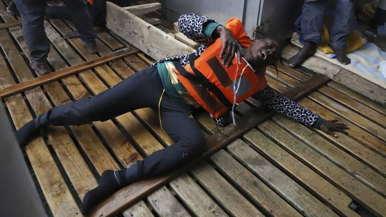 Κινδυνεύουν να πνιγούν 70 άνθρωποι ανοιχτά της Λαμπεντούζα