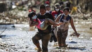 Φιλιππίνες: Ο τυφώνας Vamco «σφυροκοπά» την κεντρική Λουζόν