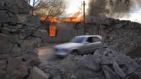 Ναγκόρνο Καραμπάχ: Αρμένιοι καίνε τα σπίτια τους πριν τα πάρουν οι Αζέροι