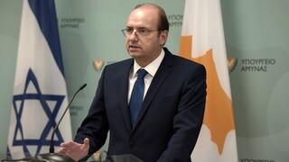 Κορωνοϊός: Σε αυτοπεριορισμό ο υπουργός Άμυνας της Κύπρου μετά από επαφή με κρούσμα