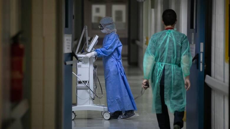 Κορωνοϊός: Εφιαλτικά στοιχεία - 366 διασωληνωμένοι, 38 θάνατοι, 2.835 κρούσματα