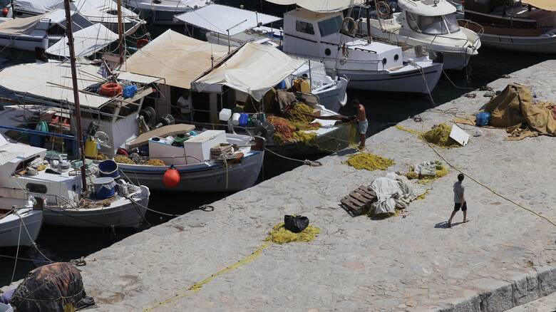 Οικονομική ενίσχυση στους παράκτιους αλιείς που επλήγησαν από τον κορωνοϊό