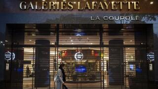 Κορωνοϊός - Παρίσι: Παραλύει η χριστουγεννιάτικη αγορά λόγω lockdown