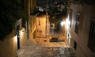 Athens by night... με καραντίνα: Μία πόλη βουβή και παράξενα όμορφη