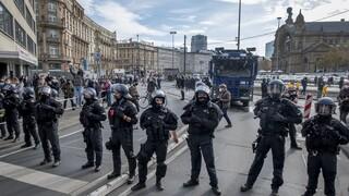 Γερμανία: Διαδηλώσεις κατά της χρήσης μάσκας και των μέτρων για τον κορωνοϊό