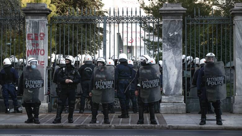 ΕΛ.ΑΣ.: Απαγόρευση δημόσιων συναθροίσεων το τριήμερο της 17ης Νοεμβρίου