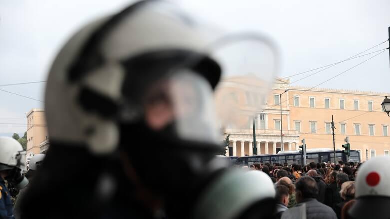 Σφοδρή αντίδραση ΚΚΕ και ΜέΡΑ25 στην απαγόρευση των συναθροίσεων