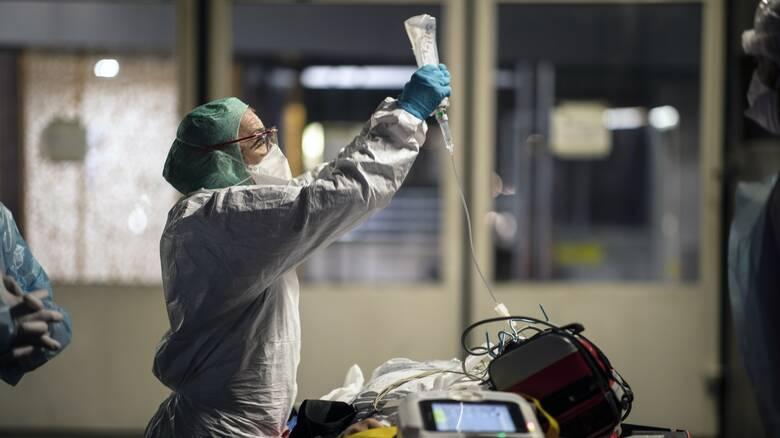 Κορωνοϊός: Νέο σοκ με 71 νεκρούς σε μία ημέρα - 392 οι διασωληνωμένοι, 1.698 νέα κρούσματα