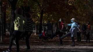 Κορωνοϊός: Γιατί η τακτική της Μαδρίτης φαίνεται να αποδίδει
