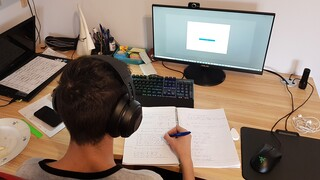 Τηλεκπαίδευση: «Ποδαρικό» για δημοτικά και νηπιαγωγεία