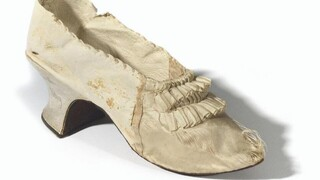 Γαλλία: 44.000 ευρώ για ένα παπούτσι της Μαρίας Αντουανέτας σε δημοπρασία