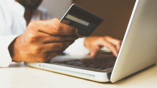 Black Friday: Προβληματισμένοι οι «μικροί» λιανέμποροι – Να προτιμήσουμε αγορές από εγχώρια e-shop