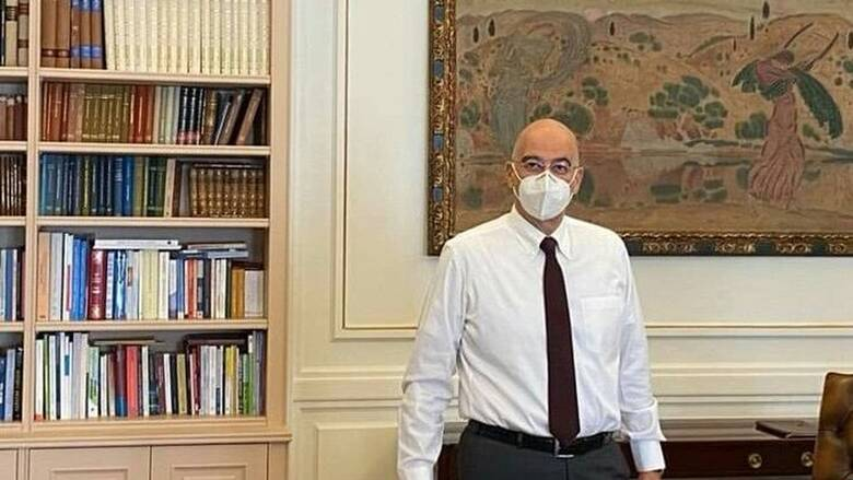 Κορωνοϊός: Επέστρεψε στο γραφείο του ο Νίκος Δένδιας μετά την καραντίνα