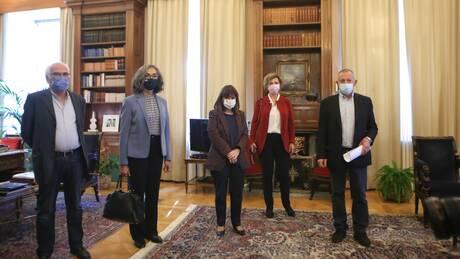 Σακελλαροπούλου: Προέχει το εθνικό συμφέρον, η αλληλεγγύη και η διατήρηση της κοινωνικής συνοχής