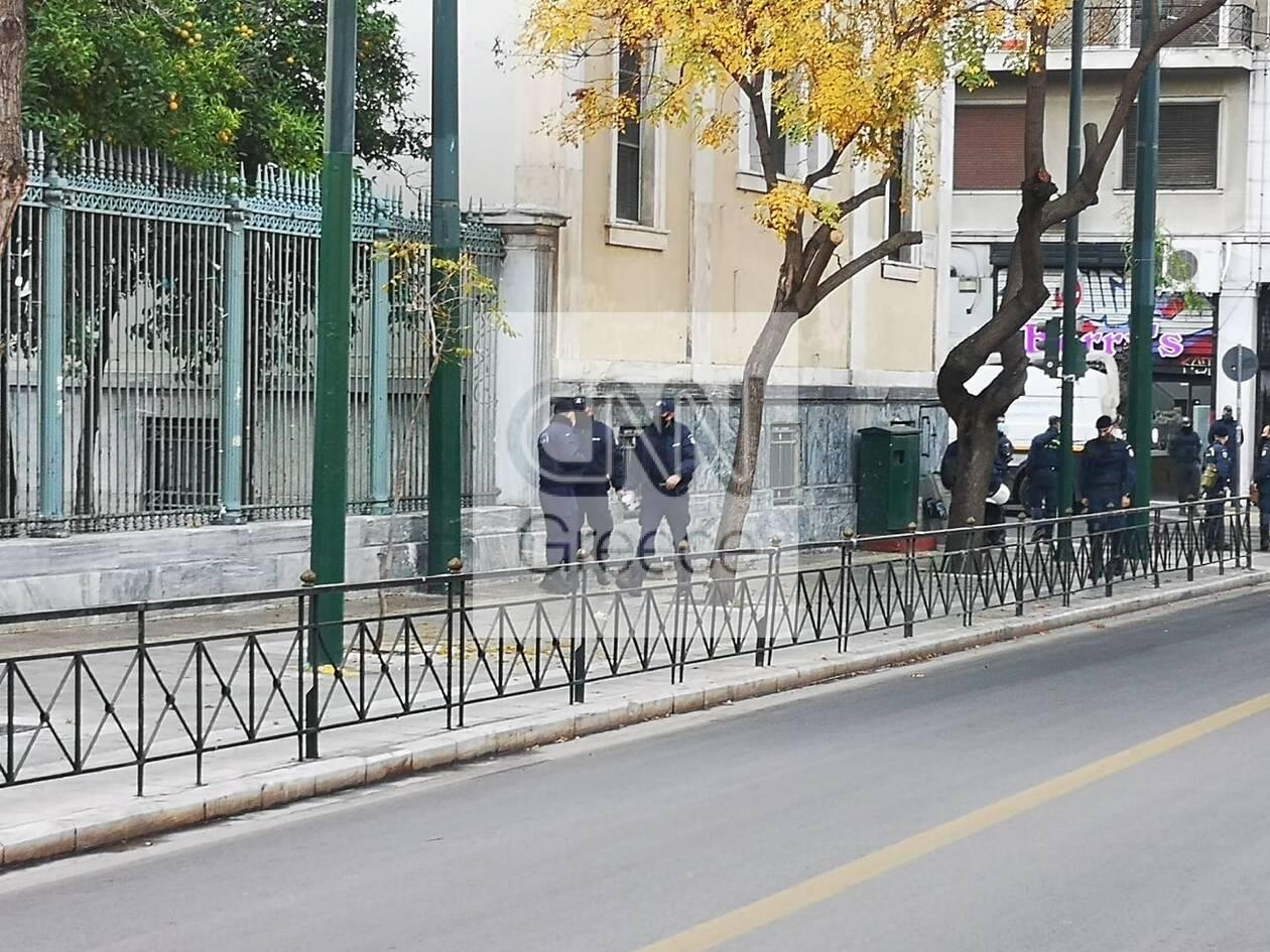 https://cdn.cnngreece.gr/media/news/2020/11/17/243060/photos/snapshot/polytexneio-kleisth-pathsiwn-astakos-7.jpg