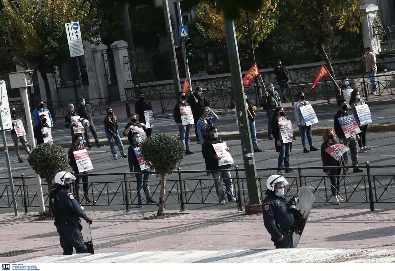 https://cdn.cnngreece.gr/media/news/2020/11/17/243095/photos/snapshot/Polytexneio-KKE-3025303.jpg