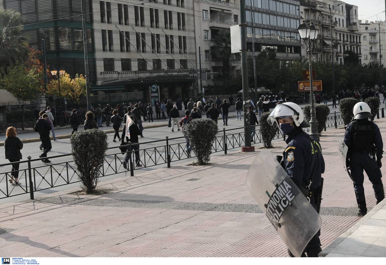 https://cdn.cnngreece.gr/media/news/2020/11/17/243095/photos/snapshot/Polytexneio-KKE-3025364.jpg