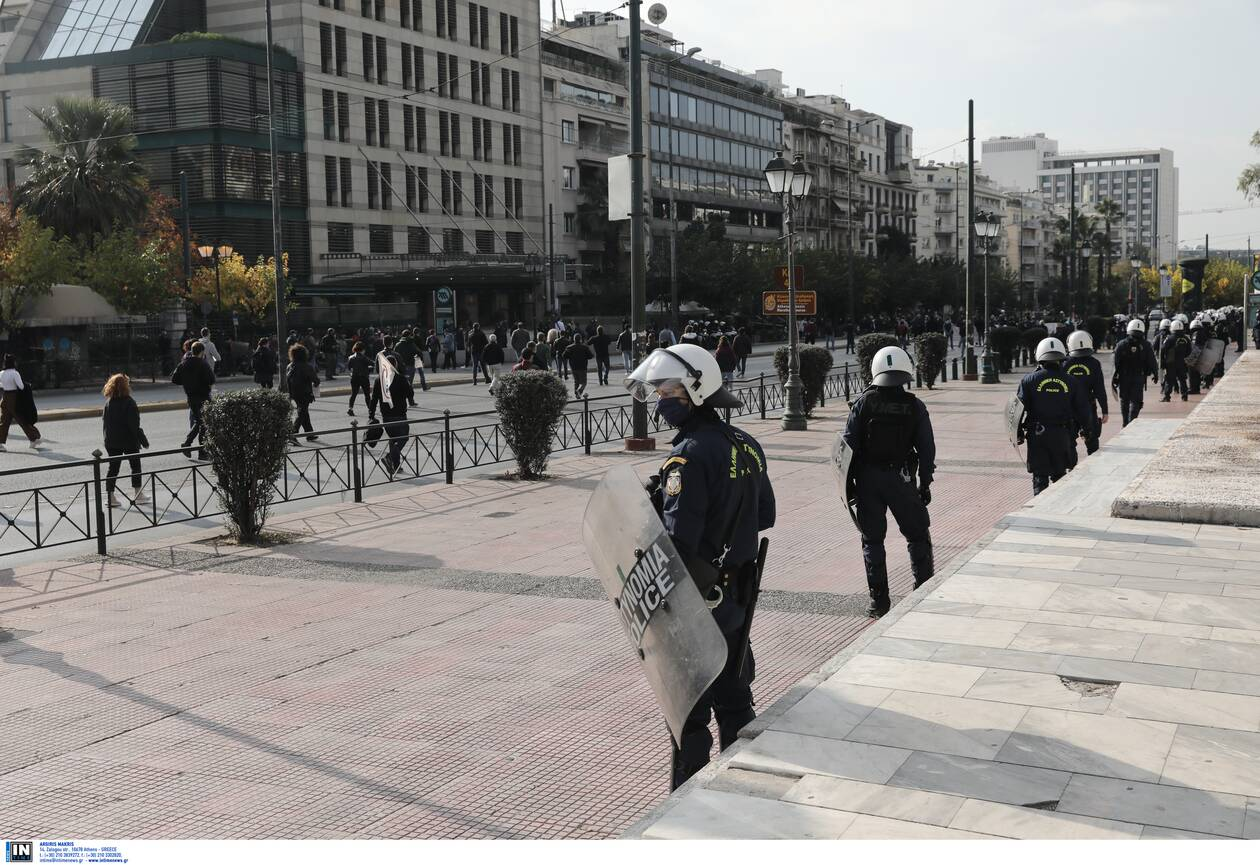 https://cdn.cnngreece.gr/media/news/2020/11/17/243095/photos/snapshot/Polytexneio-KKE-3025365.jpg