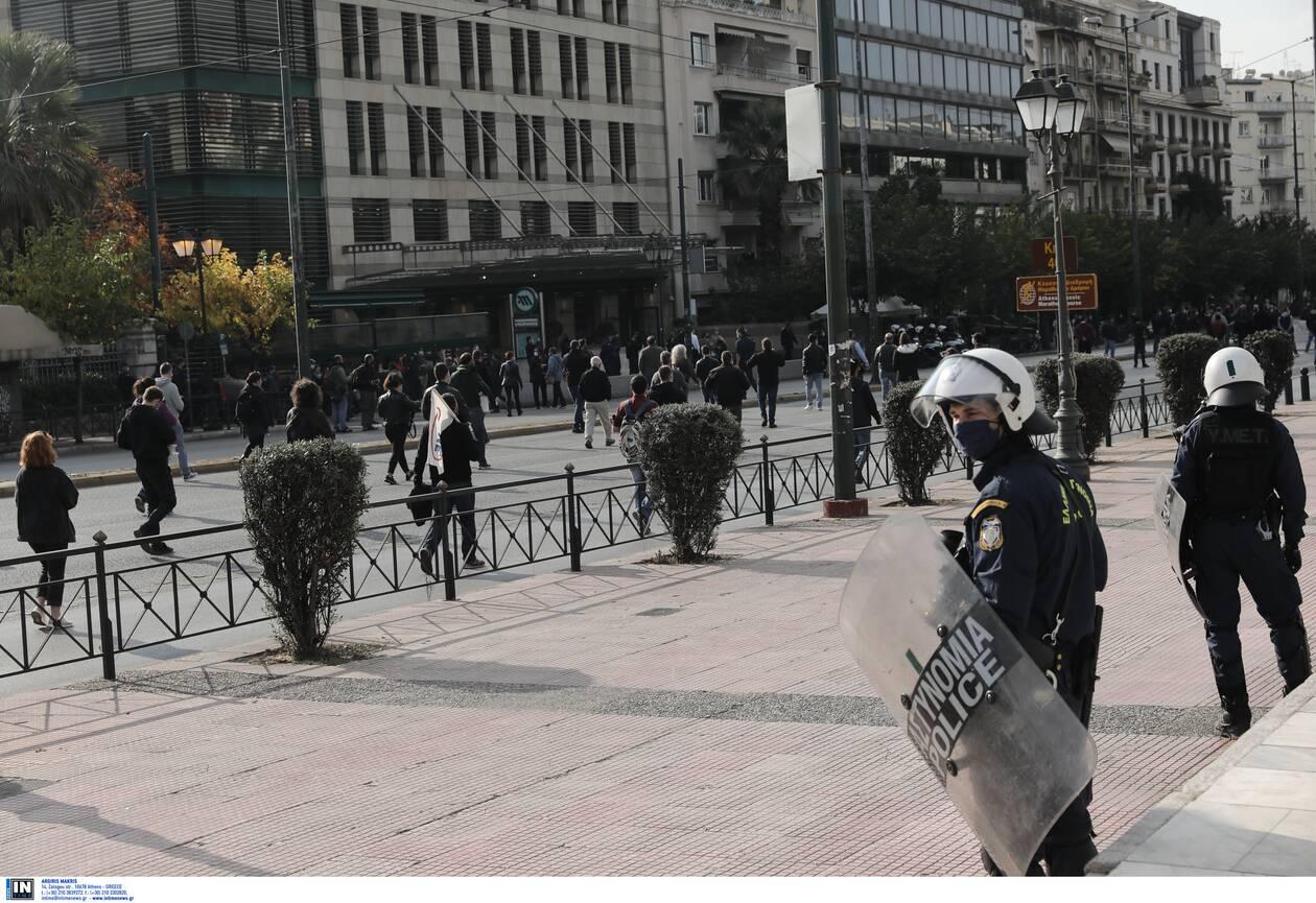 https://cdn.cnngreece.gr/media/news/2020/11/17/243096/photos/snapshot/Polytexneio-KKE-3025364.jpg