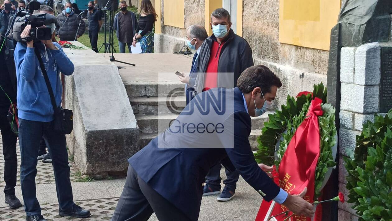 https://cdn.cnngreece.gr/media/news/2020/11/17/243097/photos/snapshot/tsipras-polytexneio-katathesi-2.jpg