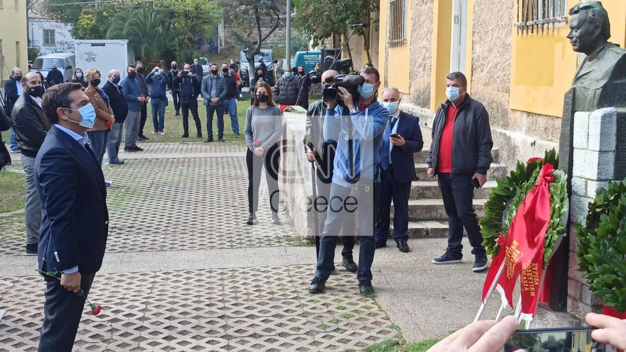 https://cdn.cnngreece.gr/media/news/2020/11/17/243097/photos/snapshot/tsipras-polytexneio-katathesi-4.jpg