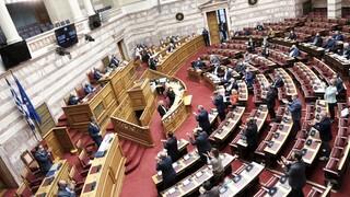 Βουλή: Ενός λεπτού σιγή για την επέτειο του Πολυτεχνείου  - Kριτική για την απαγόρευση της πορείας