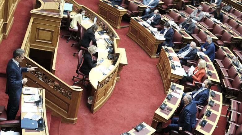 Άγριος καυγάς Καραθανασόπουλου - Χήτα στη Βουλή για τα επεισόδια στο Πολυτεχνείο